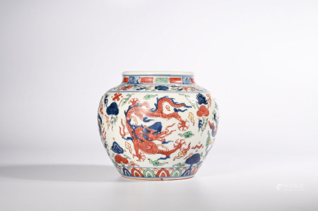 A BLUE AND WHITE FAMILLE VERTE DRAGON PORCELAIN JAR