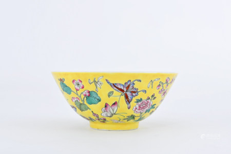 A YELLOW-GROUND FAMILLE ROSE BUTTERFLY AND FLOWER PORCELAIN BOWL