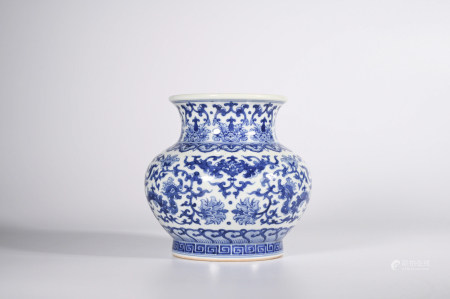 A BLUE AND WHITE  LOTUS PORCELAIN ZUN VASE
