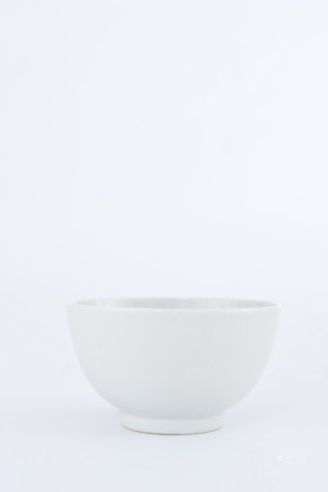 A WHITE GLAZED PORCELAIN BOWL