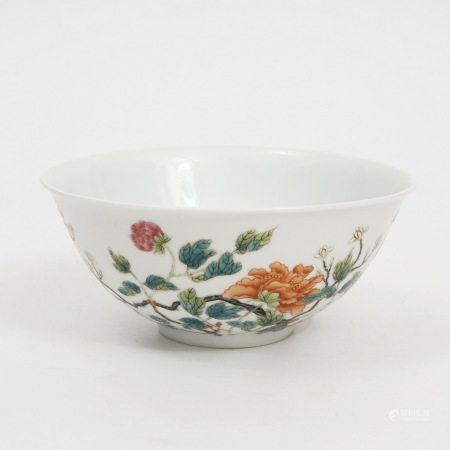 A famille rose flower bowl, Guangxu period, Qing Dynasty 清光绪粉彩花卉纹碗