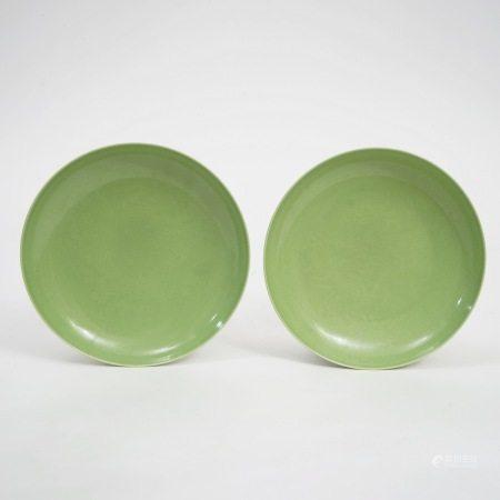 A pair of green-glazed dark-engraved dragon plates, Guangxu period, Qing Dynasty 清光绪绿釉暗刻龙纹盘一对