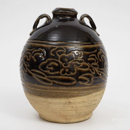 A double-line vase with tickling flowers, Yuan Dynasty 元代剔花双系瓶