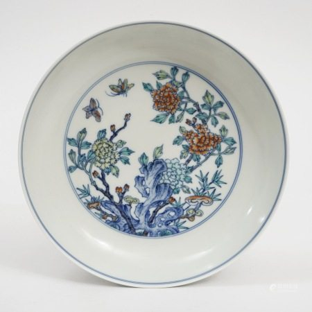 A DOUCAI insect and flower plate, Yongzheng period, Qing Dynasty 清雍正斗彩草虫花卉盘