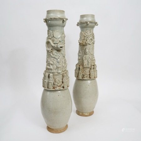 A pair of blue and white porcelain cylinder bottles, Qing Dynasty 清代青白瓷筒瓶一对