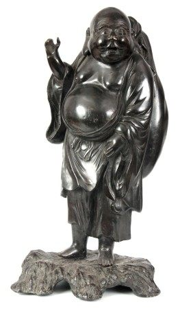 A18TH / 19TH CENTURY CHINESE BRONZE SCULPTURE OF A STANDING HOTTIE mounted on a naturalistic base