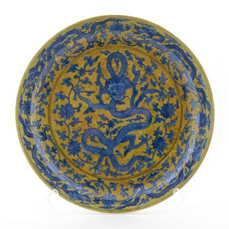 LARGE CHINESE FAMILLE JAUNE DRAGON CHARGER