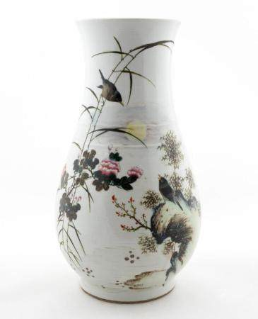 CHINESE PORCELAIN VASE WITH BIRD & FLORAL MOTIF