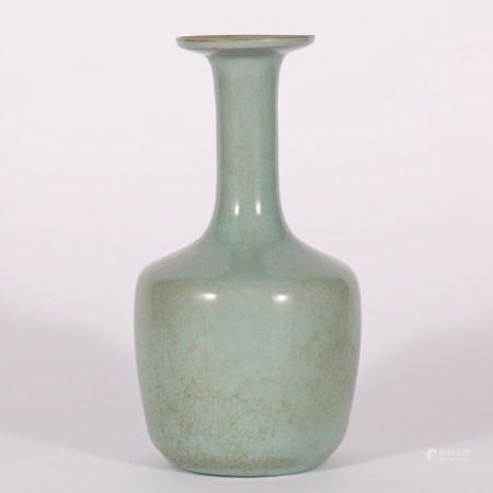 明 龙泉釉直颈瓶