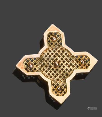 - Pendentif en or jaune 750°/°° en forme de croix sertie d'un onyxPb:9,26 gr