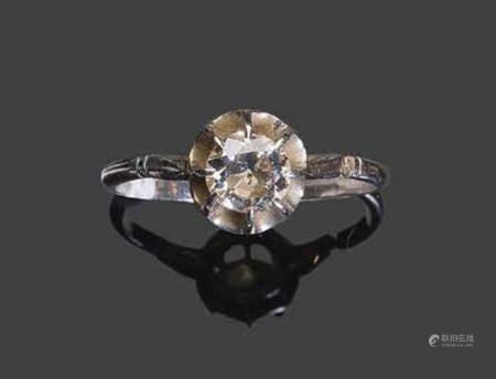 - Bague en or blanc sertie d'un diamant solitairePb: 2,64gr