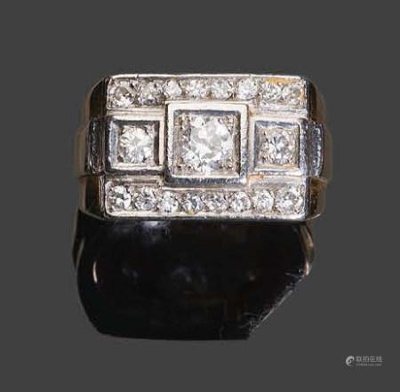- Bague en or jaune et platine sertie de diamants de taille rose et de taille brillantVers 1950