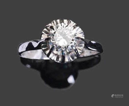 - Bague en or blanc serti d'un diamant rond facettéPb: 4,10 gr