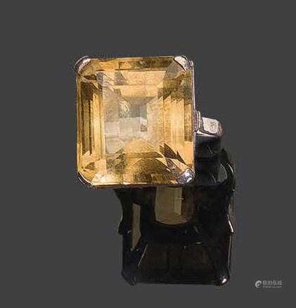 - Bague en or jaune 750°/°°, sertie d'une citrinePb: 8,54 gr