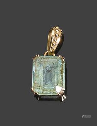- Pendentif en or jaune, serti d'une pierre vert pâlePb: 2,40gr
