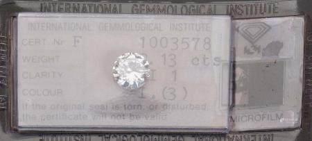 - Diamant sous scellé pesant 2,13 carats.Le diamant est accompagné de son rapport d'analyse de