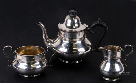 A silver three piece teaset in the Dutch style. Sheffield 1912. 1100g