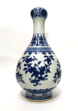 Chinese Blue & White Garlic Head Vase