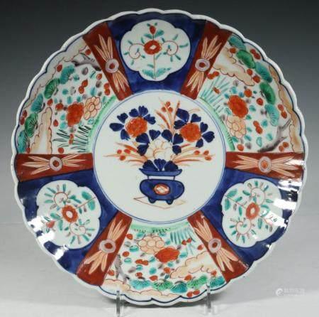 JAPANESE IMARI SCALLOPED RIM PLATE
