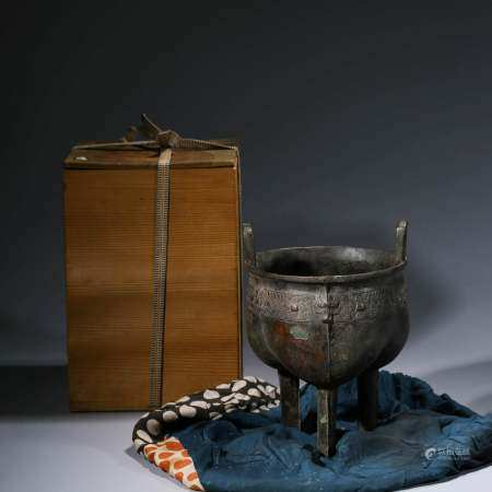 A CHINESE BRONZE STEAMING VESSEL