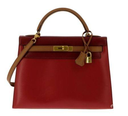 HERMÈS 1995  Sac KELLY Sellier 32 Box rouge, bordeaux et gold Garniture métal plaqué or Bandoul