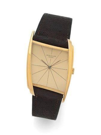 PATEK PHILIPPE  Ref. 3424, n° 857396 / 2622923 Vers 1961  Montre bracelet asymétrique en or jau