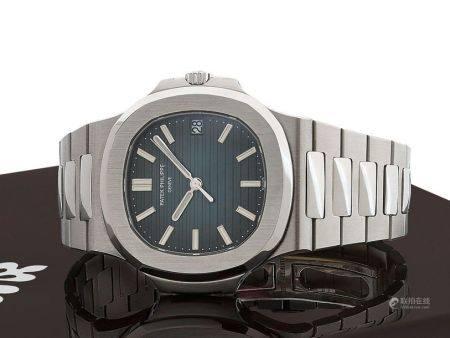 PATEK PHILIPPE  Nautilus, ref. 5711/1A, n° 5537391 / 4947740 Vers 2010  Montre bracelet en acie