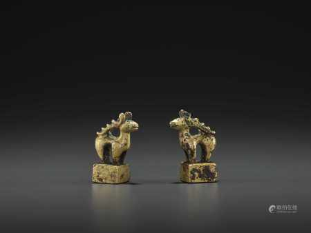 A PAIR OF GILT BRONZE 'STAG' SEALS, EASTERN HAN