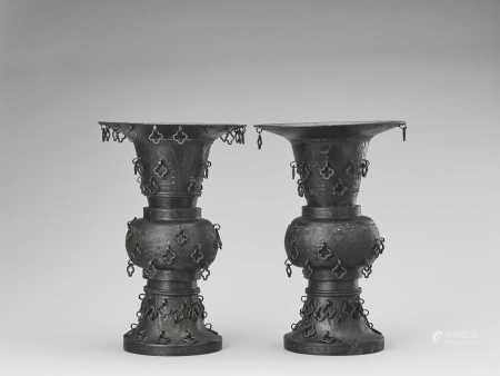 A PAIR OF METAL ALLOY ARCHAISTIC YEN YEN VASES, LATE QING TO REPUBLIC
