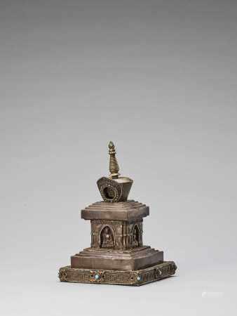 A TIBETAN COPPER REPOUSSÉ STUPA WITH TURQUOISES, 19TH CENTURY