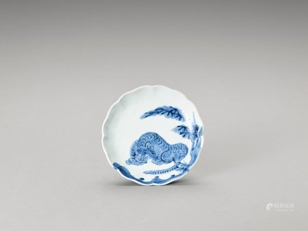 A BLUE AND WHITE LOBED PORCELAIN DISH WITH TIGER
