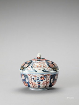 AN IMARI PORCELAIN BOX WITH COVER
