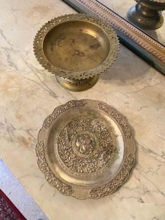 Vietnam, XXème siècle.  Coupe sur piédouche à décor ajouré et sculpté.  Bronze doré. Haut : 15