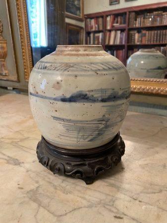 Chine pour le Vietnam, XIXème siècle.  Marque au revers.  Pot en grès émaillé à décor de paysag