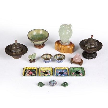 Small group of pieces Chinese, to include a fluorite head of Guanyin, 10cm, a green bowenite bowl
