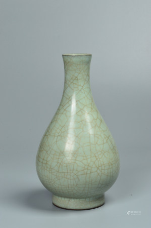 Ge Kiln Yu Hu Chun Bottle(Chinese famous jade bottle) 哥窑玉壶春瓶
