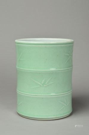 Pea Green glaze of the Floral Pen Holder 豆青釉暗刻花卉纹笔筒