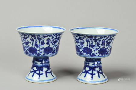 A Pair of Twined Lotus Cup with Blue and White Flower 青花缠枝莲杯一对