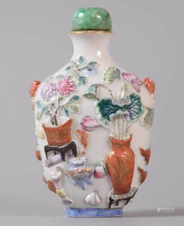Chinese porcelain snuff bottle, possibly 18th/19th c.