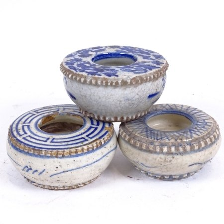 3 Chinese blue and white pottery brush washers, diameter 9cm (3)