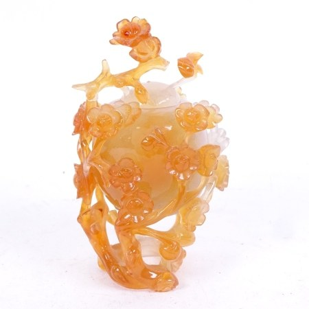 A Chinese carved and polished agate peach pot and cover, height 11cm