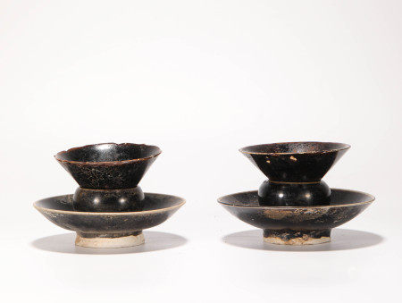 A pair of Black Glazed Cup holder from Song 宋代黑釉杯盞一對