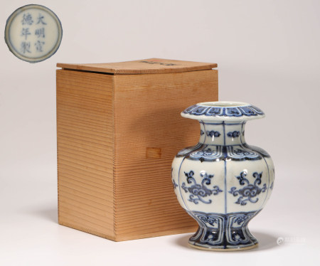 Blue and White Kiln RuYi Grain Vase from Ming 明代青花如意紋尊瓶