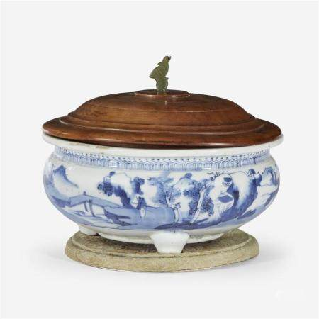 A Chinese blue and white porcelain tripod censer, Qing dynasty, 18th Century