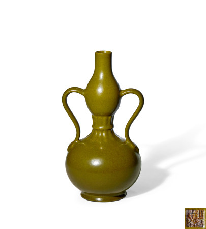 清 乾隆 茶叶末釉绶带耳葫芦瓶