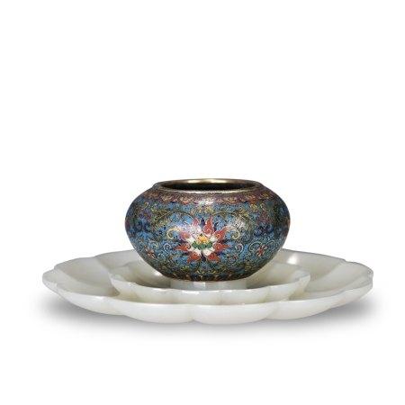 CLOISONNE ENAMEL CUP & WHITE JADE FLOWER-SHAPED BASE