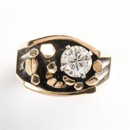 A Modernist diamond and fourteen karat gold ring