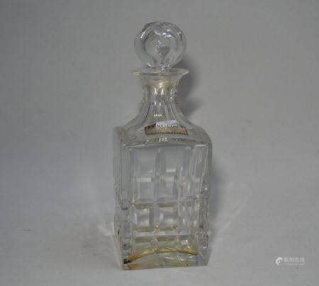 SAINT LOUIS Carafe et son bouchon en cristal taillé H.: 24 cm