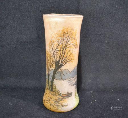 LEGRAS Vase en verre à décor émaillé d'un paysage lacustre, signé H.: 22.5 cm