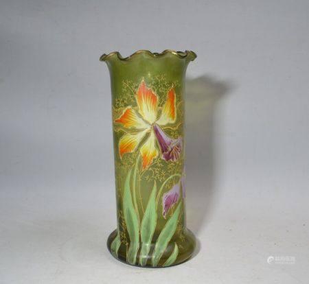 VASE en verre à décor émaillé d'iris Circa 1900 H.: 25.5 cm